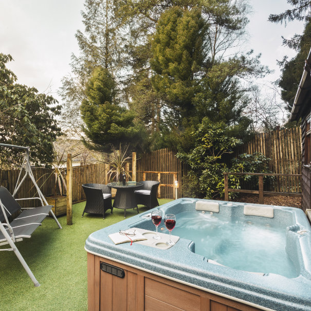 Love Nest Cabin and Hot Tub Luxury Bed and Breakfast in Bowness on Windermere, Windermere Spa Suites with Hot Tub
