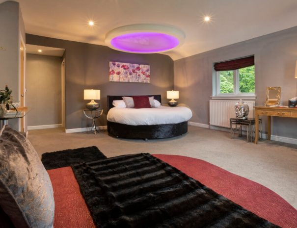acacia-room-outdoor-hot-tub-11
