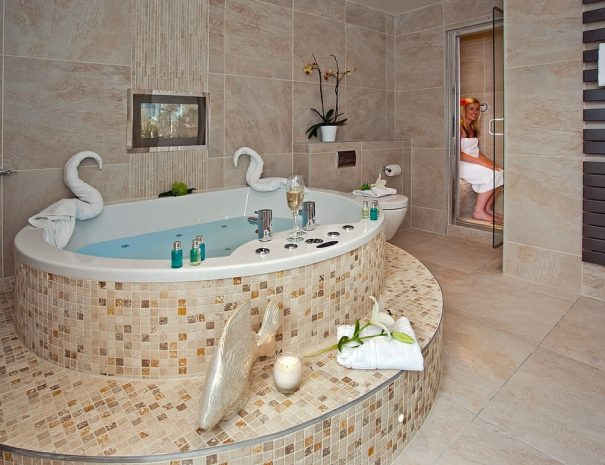 Iris Suite & Hot Tub Luxury Bed and Breakfast in Bowness on Windermere, Windermere Spa Suites with Hot Tub