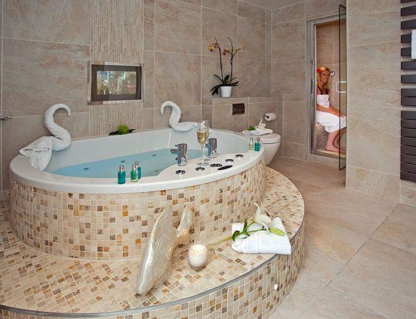 iris-suite-hot-tub-4
