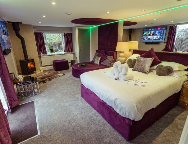 Love Shack Cabin & Hot Tub Luxury Bed and Breakfast in Bowness on Windermere, Windermere Spa Suites with Hot Tub