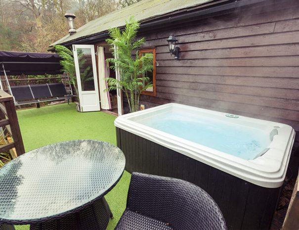 love-shack-cabin-hot-tub-room-new-9
