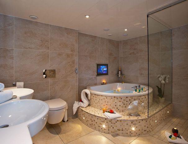 parisian-suite-and-hot-tub-10