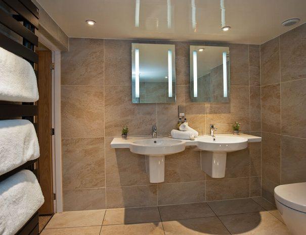 parisian-suite-and-hot-tub-12