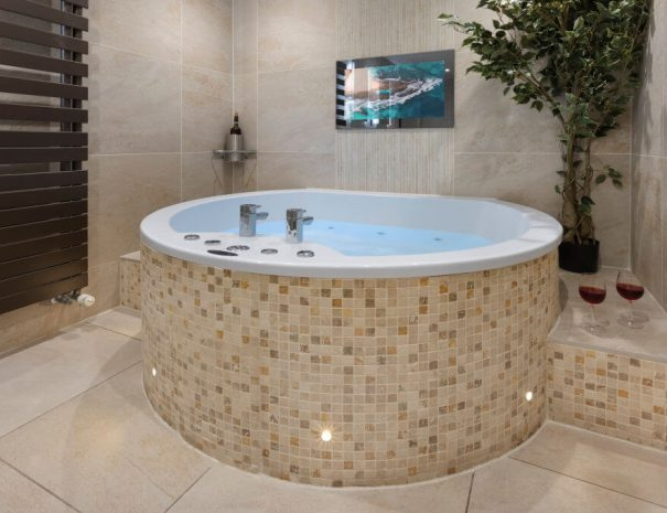 Love Suite & Hot Tub Luxury Bed and Breakfast in Bowness on Windermere, Windermere Spa Suites with Hot Tub