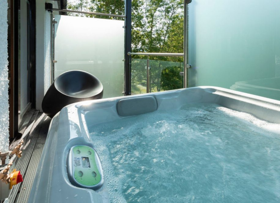 What are the Benefits of a Hot Tub?